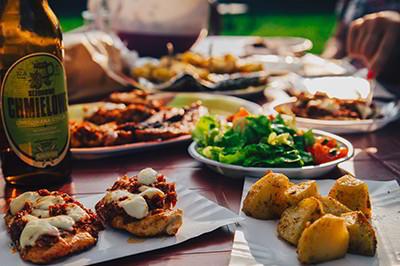 Πώς μπορούμε να κάνουμε τα οικογενειακά γεύματα ευχάριστα